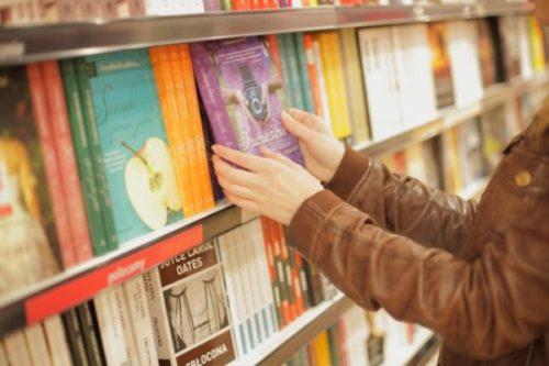 中学生の高校受験問題集でおすすめな選び方①書店で探す
